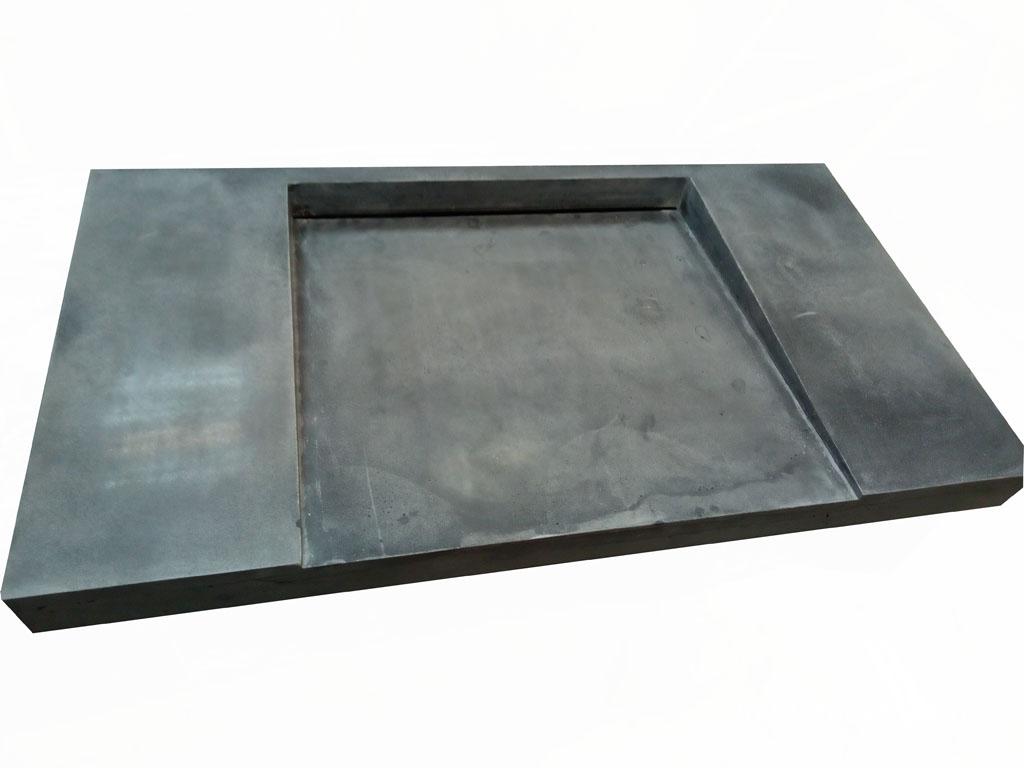 Раковина из бетона в виде рампы с скрытым щелевым сливом